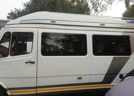 8+1 seater deluxe 1x1 tempo traveller
