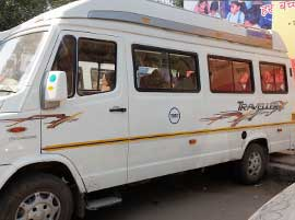 8+1 seater tempo traveller in delhi
